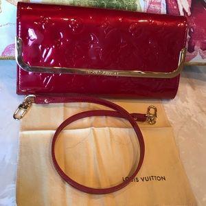 💯 Authentic Louis Vuitton vernis wristlet/clutch
